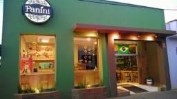 Vende-se um restaurante em área central de Araxá