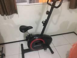 Bicicleta de academia semi nova