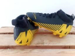 Chuteira Nike número 33