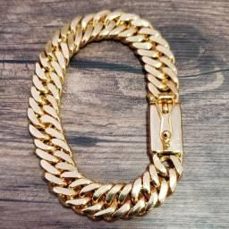 Lindíssima pulseira banhada a ouro 18k
