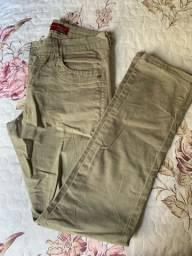 Calças masculinas em perfeito estado