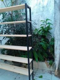 Estante escada 1metro e meio de comprimento e 2 metro de altura