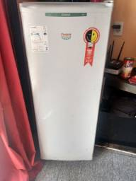 Vendo freezer. Leia