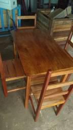 Mesa nova 4 cadeiras 50x100 pintei com verniz hoje