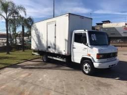 Caminhão MB 710 - Baú Seco