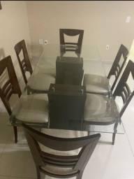 Vende-se mesa com 6 cadeiras.