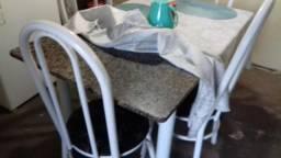 Mesa 4 cadeiras SEM defeito
