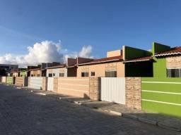Casa Pronta em Condomínio Fechado no Planalto - 2/4 Suíte - Documentação Grátis