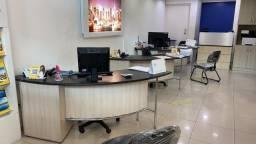 6 mesas de escritório.