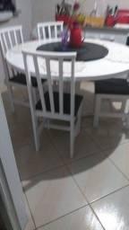 Vendo.mesa com.6 cadeiras com tampo giratorio
