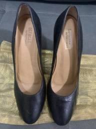 Sapato fechado preto 37