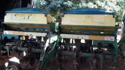 Vendo Plantadeira TATU 2003