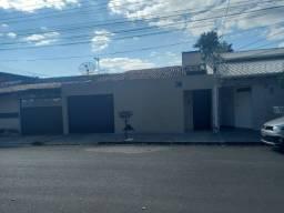 Aluga casa araguari tratar com Marta 32414635