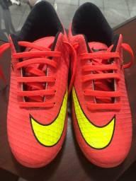 Chuteira Nike Hypervenon rosa