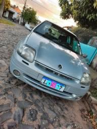 Clio Sedan 2001, completo.
