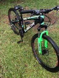 Bicicleta delta pego brik em pc gamer dou volta