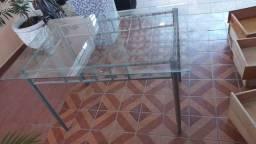 Mesa de vidro pouco usada.