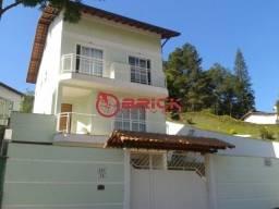 Casa triplex em condomínio com 4 quartos sendo 2 suítes em Agriões.