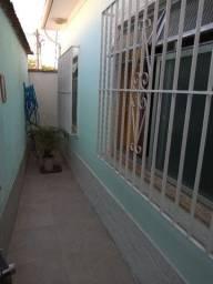 Casa independente com 2 quartos e garagem por 1.500,00 ao mês
