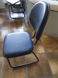 Cadeiras em courino