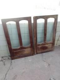 Porta e janela em madeira rústica