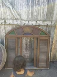 Vendo Janelas , portas inclusive uma madeira macissa colonial , pia e pedras tudo barato
