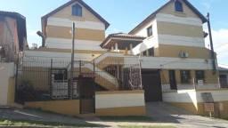 Ótima casa em condomínio - semi mobiliada