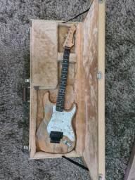 Guitarra incrível com caps EMG originais Sav