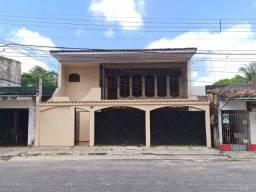 Casa Linear de 5 Quartos(3 Suítes) com Depósito para Comércio embaixo e 2 Vagas