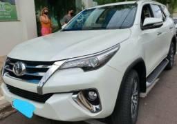 Toyota hilux SW4 diesel automática 4x4 5 lugares