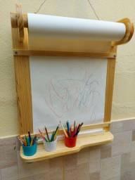 Quadro para pintura infantil com banco e rolo de papel