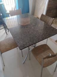 Mesa com tapão de mármore