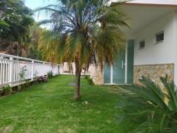 Amplo apartamento em Correas!!!