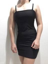 Vestido liso decote reto