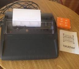 Máquina de escrever Eletrônica Brother AX - 325