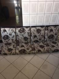 Cadeira estofada jogo com 4 nunca usadas quando comprei veio sem os pés