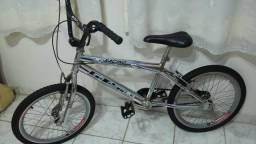 Bicicleta aro 20 cromada ótimo estado!!!