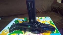 Xbox 360, com Kinect, desbloqueado. R$ 400,00