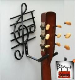 Suporte suspenso para violão