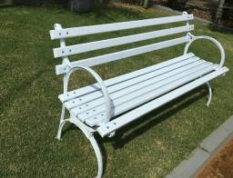 Banco de jardim madeira maciça e ferro fundido dá pra sentar 3 pessoas na medida 1.50