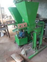 Máquina de Tijolos Ecológicos