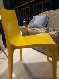 Cadeira de polipropileno amarela