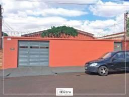 Casa 3 dormitórios (1 suíte) com edícula - 2 garagens - Campos Elíseos