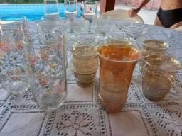 Conjunto de copos e taças