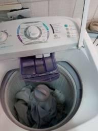 Maquina de lavar roupa eletrolux.