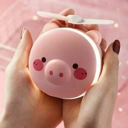 Espelho com ventilador é luz de led de porquinho.