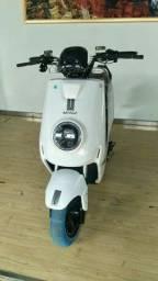Moto elétrica com marcha ré