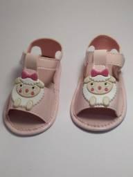 Sandália de ovelhinha rosa