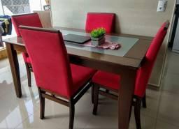 Mesa com 04 cadeiras