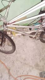 Vendo bicicleta 150 r$ ou troco por patins tam 42